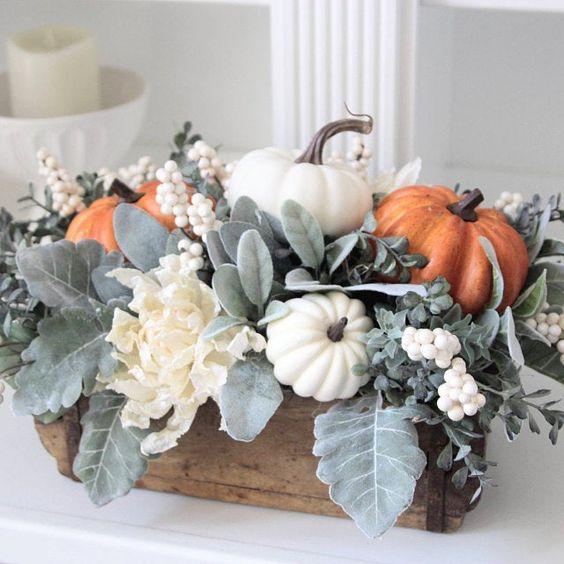 Podzimní dekorace ve Vintage stylu. S bílými dýněmi.